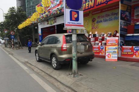 Vỉa hè Hà Nội bị lấn chiếm trên nhiều tuyến phố