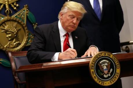 Tổng thống Mỹ Donald Trump ký sắc lệnh nhập cư mới