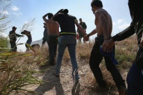 Số người vượt biên trái phép vào Mỹ giảm mạnh