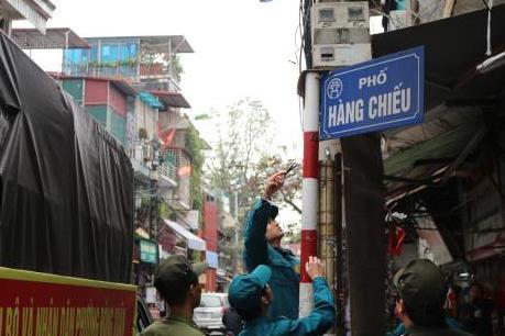 """Hà Nội quyết """"làm sạch"""" vỉa hè cho người đi bộ"""