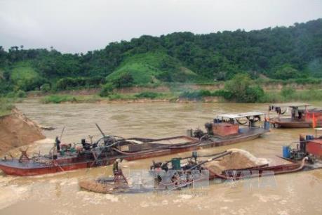Nhiều tàu hút cát trái phép trên sông Đuống, Bắc Ninh