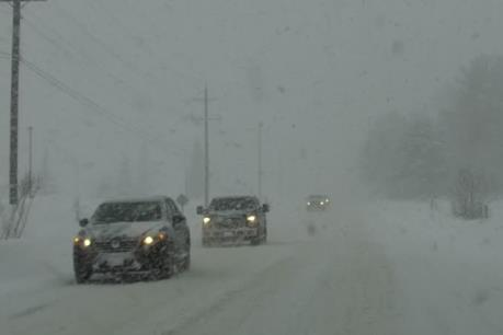 Canada hoãn và hủy hàng trăm chuyến bay do bão tuyết