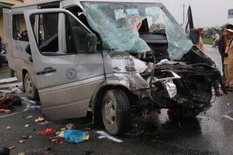Đi xe khách, ngồi chỗ nào là an toàn nhất?