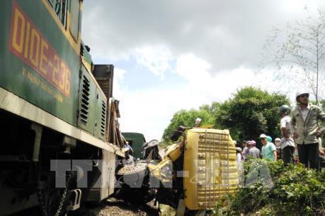 Bình Định: Đường sắt đã thông tuyến sau vụ tàu hỏa đâm xe tải