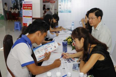 """TP Hồ Chí Minh thừa lao động, doanh nghiệp vẫn """"đỏ mắt"""" tìm người"""