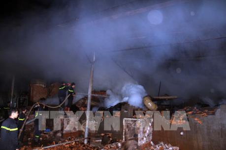 Hỏa hoạn thiêu rụi khu lò sấy trong xưởng chế biến gỗ tại Đắk Nông