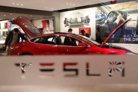 """Tesla Motors vượt """"gã khổng lồ"""" GM trên thị trường vốn hóa"""