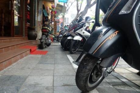 Sau 1 tháng lập lại trật tự vỉa hè Hà Nội, người dân đã có chỗ đi bộ?