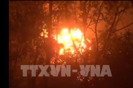 Cháy lớn tại xưởng tái chế dầu nhớt thải giữa rừng tràm