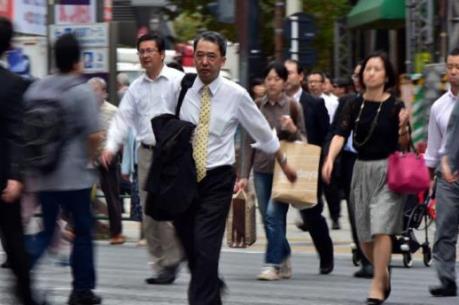 Nhật Bản lần đầu đưa ra giới hạn số giờ làm thêm