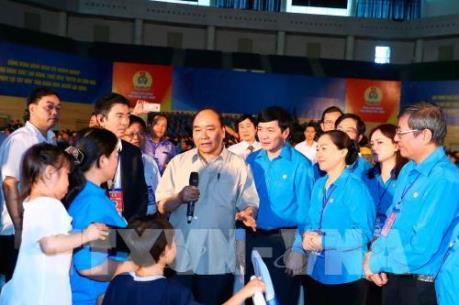 """Thủ tướng Nguyễn Xuân Phúc: Thiết chế công đoàn sẽ giúp công nhân """"an cư, lạc nghiệp"""""""