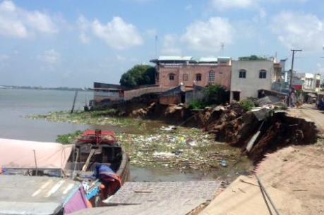 Sạt lở gây sập nhà, An Giang ban bố tình trạng thiên tai khẩn cấp