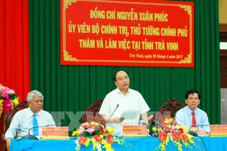 Thủ tướng Nguyễn Xuân Phúc: Trà Vinh cần phát triển nuôi tôm thâm canh