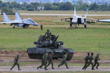 Nga mạnh tay chi tiêu quân sự bất chấp giá dầu giảm và các lệnh trừng phạt kinh tế