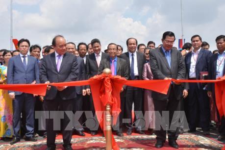 Thủ tướng Việt Nam và Thủ tướng Campuchia dự Lễ khánh thành cầu Long Bình- Chrey Thom