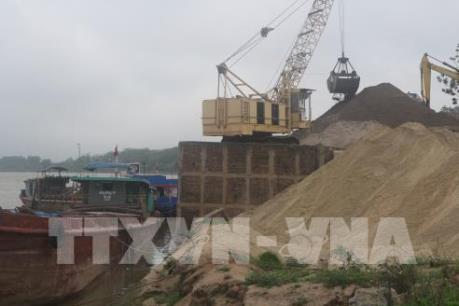 """Khai thác cát sỏi trên sông Phước Giang: Chính quyền xã """"cầm đèn chạy trước ô tô"""""""