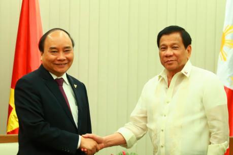 Thủ tướng Nguyễn Xuân Phúc gặp Tổng thống Philippines bên lề Hội nghị Cấp cao ASEAN