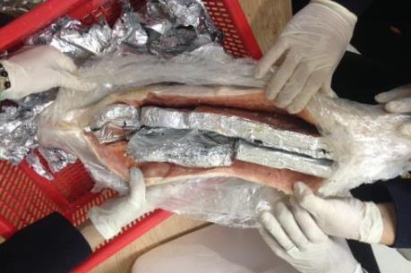 Hải quan Tân Sơn Nhất thu giữ hơn 4 kg sản phẩm làm từ ngà voi