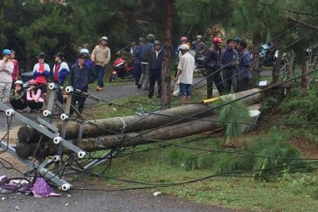 Thêm một nạn nhân tử vong trong vụ trụ điện bị gãy ở Kon Tum
