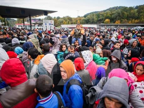 Vấn đề người di cư: Thủ tướng Anh nhắc lại cam kết giảm số người nhập cư