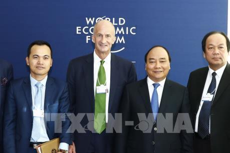 Thủ tướng Nguyễn Xuân Phúc tọa đàm với 21 doanh nghiệp hàng đầu thế giới