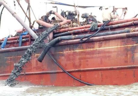 Thực chất vụ việc đổ chất thải xuống vùng biển giáp ranh Nghệ An-Thanh Hóa