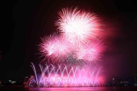 Đẹp lung linh đêm thi thứ 2 Lễ hội pháo hoa quốc tế Đà Nẵng