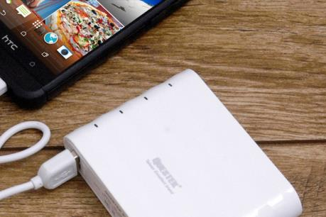 Cấm sử dụng pin sạc dự phòng điện thoại trên máy bay