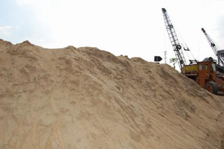 Giá cát tăng, nhiều công trình xây dựng chậm tiến độ