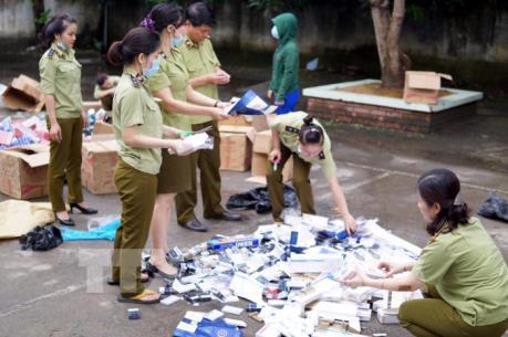 Tiểu thương Tp. Hồ Chí Minh ký cam kết không bán hàng nhập lậu, hàng giả