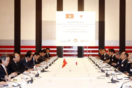 Thủ tướng Nguyễn Xuân Phúc gặp mặt một số nhà đầu tư lớn Nhật Bản