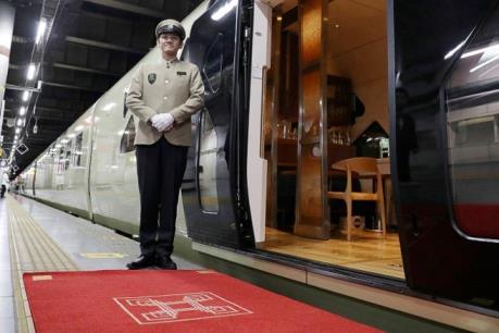 Nở rộ hình thức du lịch ngắm cảnh trên tàu siêu sang tại Nhật Bản