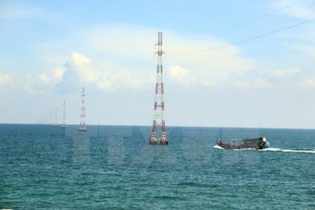 Điều tra nguyên nhân nghiêng trụ điện trên biển tại Kiên Giang