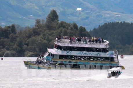 Chìm tàu du lịch tại Colombia, ít nhất 3 người thiệt mạng và 30 người mất tích