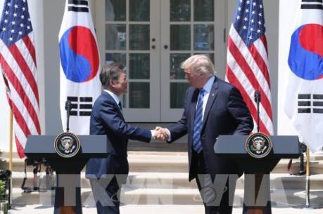 Tổng thống Donald Trump hối thúc Hàn Quốc đàm phán lại FTA