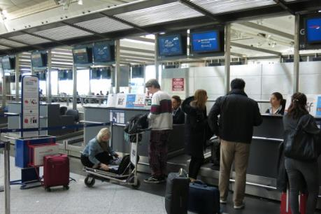 CHÍNH THỨC: Mỹ bỏ lệnh cấm mang laptop lên máy bay