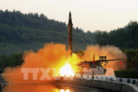 Tên lửa Triều Tiên bay xa 998 km, bắn trúng mục tiêu trên biển