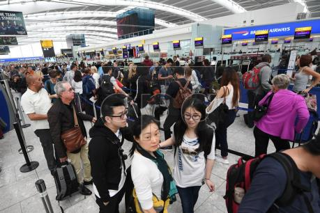 Anh: Sơ tán hành khách sân bay và ga tàu ở London