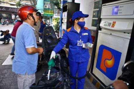 Từ 15 giờ, giá xăng dầu tăng nhẹ hơn 300 đồng/lít