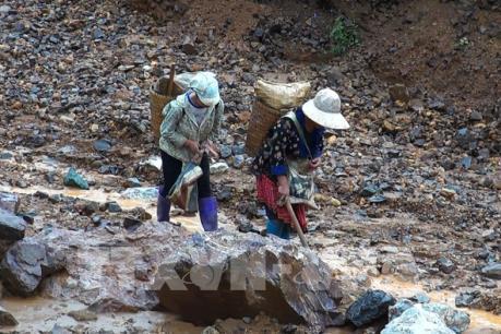"""Khai thác vàng """"chui"""" ở Điện Biên: Hiểm họa khôn lường"""