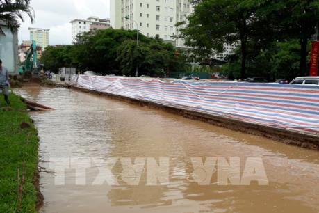 Hàng nghìn hộ dân Hà Nội mất nước sinh hoạt do vỡ đường ống