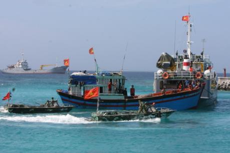 Ứng phó với bão số 2: Kêu gọi tàu thuyền tìm nơi tránh trú an toàn