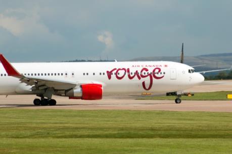 Máy bay chở 282 hành khách của Canada nổ lốp khi cất cánh