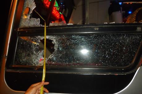 Truy bắt các đối tượng ném đá xe khách trên đường Hồ Chí Minh