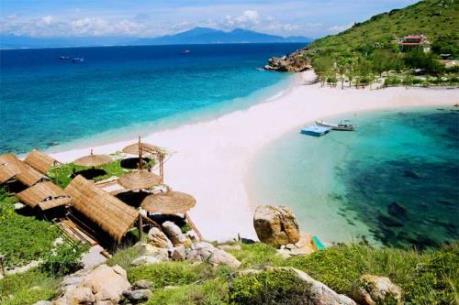 Đến Nha Trang, thả mình ở bãi tắm đôi duy nhất ở Việt Nam