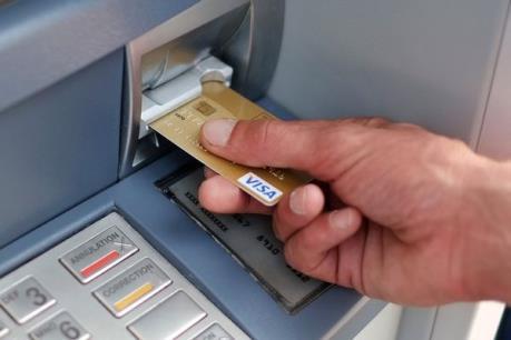 """Giải pháp """"vá"""" lỗ hổng bảo mật trong ngân hàng"""