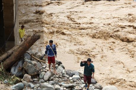 Nguy cơ bùng phát dịch bệnh tại vùng lũ Mường La, Sơn La