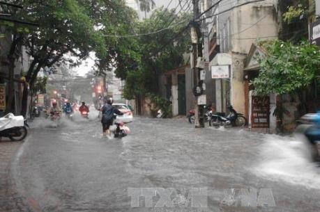 """Lập """"kịch bản"""" chống ngập cho Thủ đô trong cơn bão số 10"""