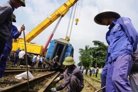 Bộ GTVT đề nghị làm rõ nguyên nhân hai vụ tàu trật bánh tại ga Yên Viên