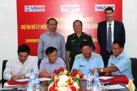 Bàn giao đất sạch tại sân bay Đà Nẵng cho Bộ Giao thông Vận tải